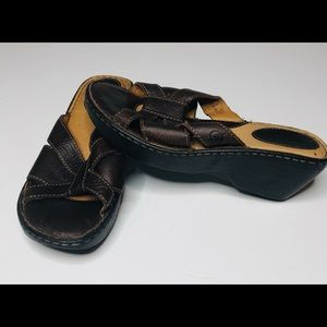 Like new Brown Leather Born Sandals size 9